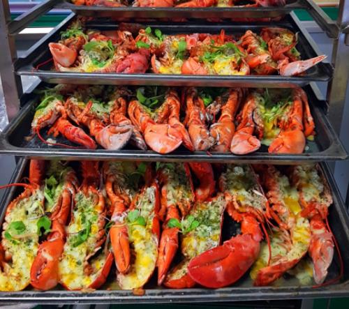 Trường Hàn Quốc phục vụ bữa trưa với tôm hùm