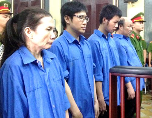 nu-giam-doc-ngan-hang-tham-o-2600-luong-vang-thoat-an-tu-hinh
