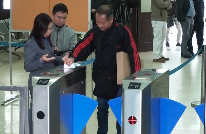 Ga Sài Gòn, Hà Nội kiểm soát vé tàu bằng cổng tự động