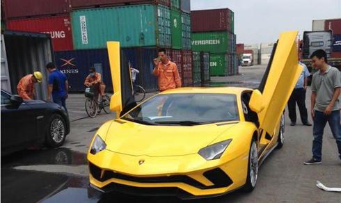 Chiếc Lamborghini Aventador S đầu tiên tại Việt Nam.
