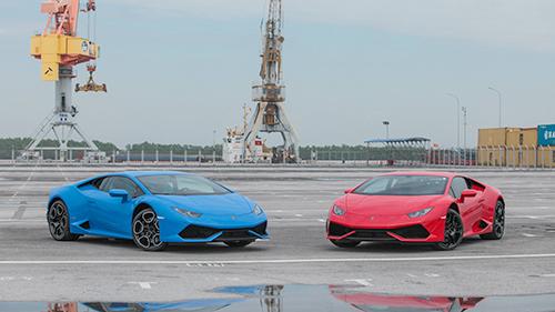 Bộ đôi Lamborghini Huracan LP610-4 cập cảng Hải Phòng.