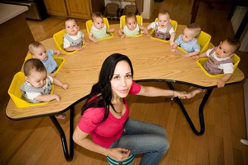 Natalie sinh 8 đứa trẻ bằng phương pháp thụ tinh ống nghiệm. Ảnh:Polaris