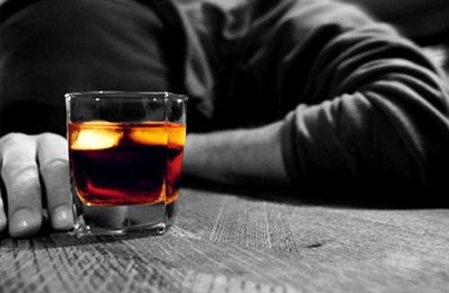 Được mời rượu mà từ chối là người yếu đuối, không nể nang ai?