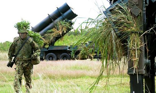 Tổ hợp tên lửa chống hạm đặt tại trận địa dã chiến trên đảo Ishigaki. Ảnh: AFP.