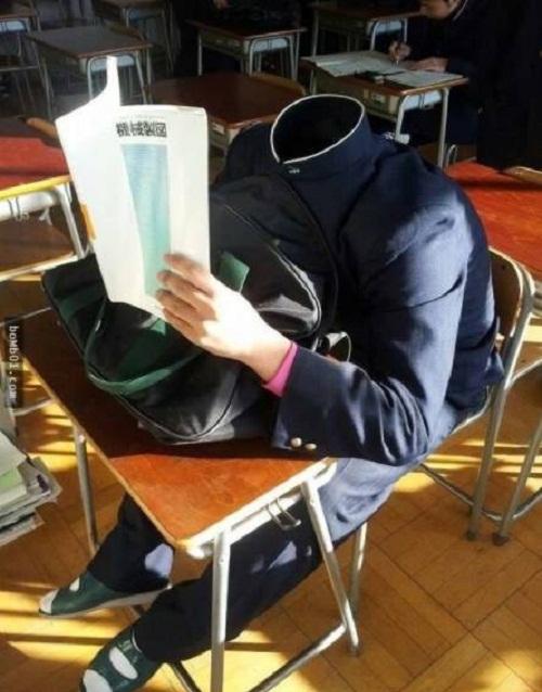 Tuyệt chiêu ngủ gật không bị giáo viên phát hiện.