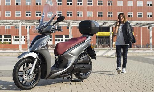 Kymco People S 125i 2018 giá từ 3.400 USD tại Italy.