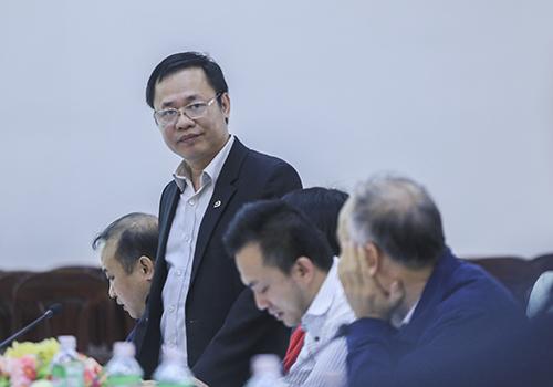 Giám đốc Xây dựng Vũ Quang Hùng cho biết quy hoạch ban đầu ở nơi đặt hai nhà máy thép là dành cho điện tử, dệt may, không có ngành luyện kim. Ảnh: Nguyễn Đông.