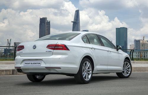 Volkswagen Passat BlueMotion – sedan Đức tiệm cận hạng sang cho khách Việt