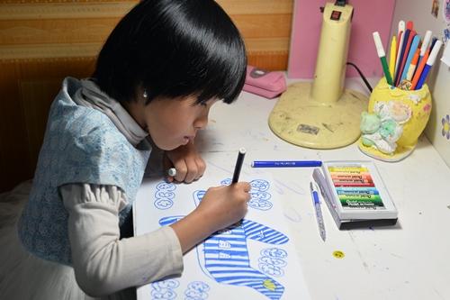 Tên trang cá nhân,mẹ bé Đinh Trung Thảo Nguyên chia sẻ ướcmơcủa con gái làđượcđi máy bay khắp đất nước và trở thành nữ tiếp viên hàng không. Sau khi lắng nghe tâm sự của mẹ bé,Vietnam Airlinesdành tặng béThảo Nguyênvà gia đình món quà đặc biệt.