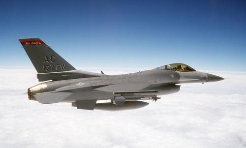 Tiêm kích F-16 sẽ hưởng lợi từ giải pháp AI mới. Ảnh: USAF.