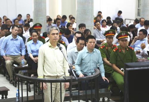 Ông Nguyễn Xuân Sơn khai trước tòa về việc biếu tiền ông Ninh Văn Quỳnh.
