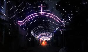 Xóm đạo giăng đèn trang trí suốt 5km đón Giáng sinh
