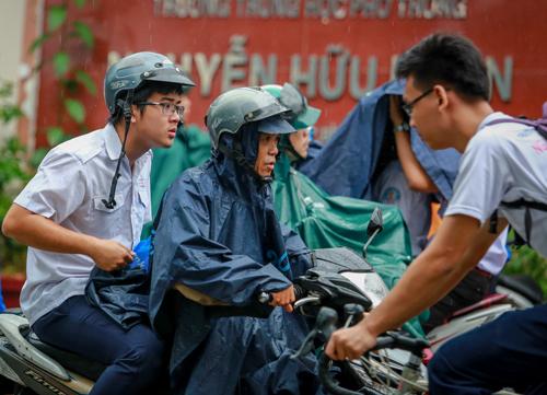 Học sinh ở TP HCM sẽ được nghỉ học vào chiều 25 và cả ngày 26/12 để tránh bão. Ảnh: Thành Nguyễn.