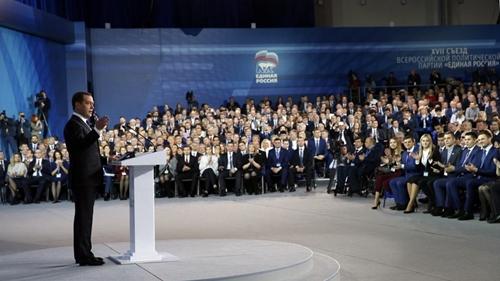 Thủ tướng Dmitry Medvedev phát biểu tại đại hội đảng nước Nga Thống nhất ngày 23/12. Ảnh: Sputnik.