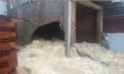 Nước lũ xuyên thủng nhà dân, Nha Trang chìm trong biển nước