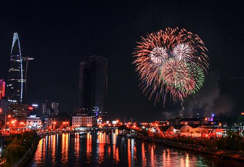 Dự kiến TP HCM sẽ bắn pháo hoa tại 6 điểm để đón mừng năm mới 2018. Ảnh: Duy Trần.