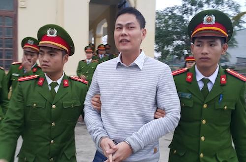Hồ Sự Cơ cười tươi sau khi được giảm án. Ảnh: Nguyễn Hải.