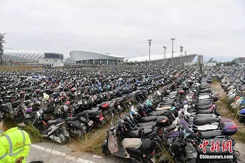 Xe điện trái phép bị tịch thu ở Phúc Châu. Ảnh: China News.