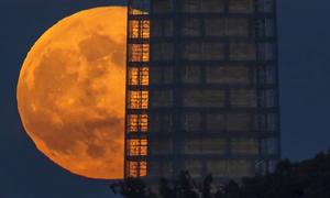 Giải thích về hiện tượng siêu trăng