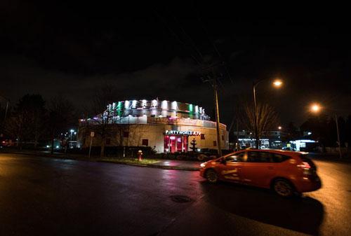 Quán karaoke Party World KTV ở thành phốRichmond, vùngBritish Columbia, Canada, chuyên phục vụ khách hàng người Trung Quốc. Ảnh: New York Times.