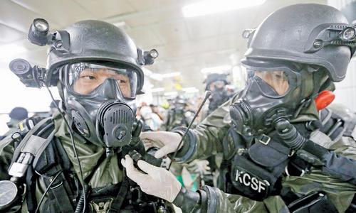 Lính Hàn Quốc diễn tập ứng phó vũ khí sinh học. Ảnh: MM Times.