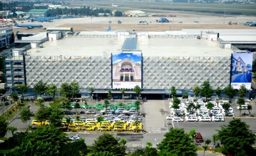 Bãi xe thông minh 5 tầng với tổng vốn đầu tư 550 tỷ đồng vừa được đưa vào sử dụng ở sân bay Tân Sơn Nhất hồi tháng 11 năm ngoái. Ảnh: Quỳnh Trần.
