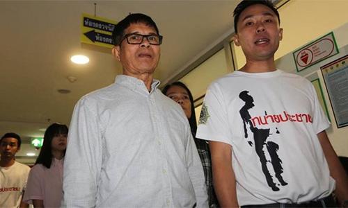 ÔngPreecha Kraikruan (trái). Ảnh: AFP.