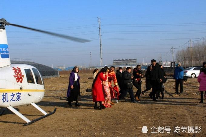 Chú rể chi nghìn đô thuê trực thăng đón dâu