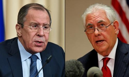 Ngoại trường Nga Sergei Lavrov (trái) và người đồng cấp Mỹ Rex Tillerson. Ảnh: Sputnik/Reuters.