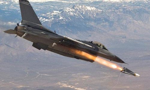 Tiêm kích F-16 phóng tên lửa diệt mục tiêu. Ảnh: USAF.
