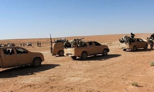 Tàn quân IS đang rút chạy tại Syria. Ảnh: Al Masdar News.