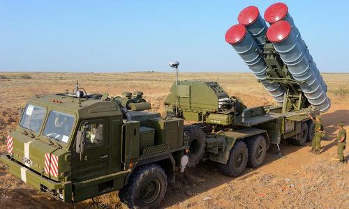 Xe phóng đạn của tổ hợp S-400. Ảnh:TvZvezda.