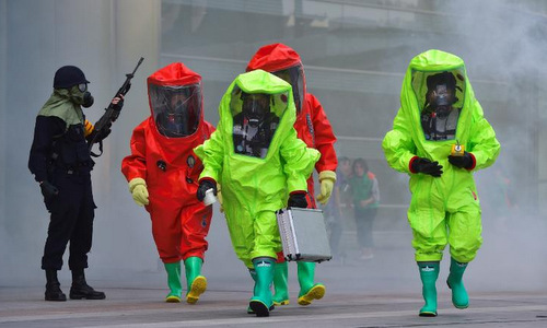 Lính Hàn Quốc diễn tập ứng phó tấn công sinh học. Ảnh: AFP.