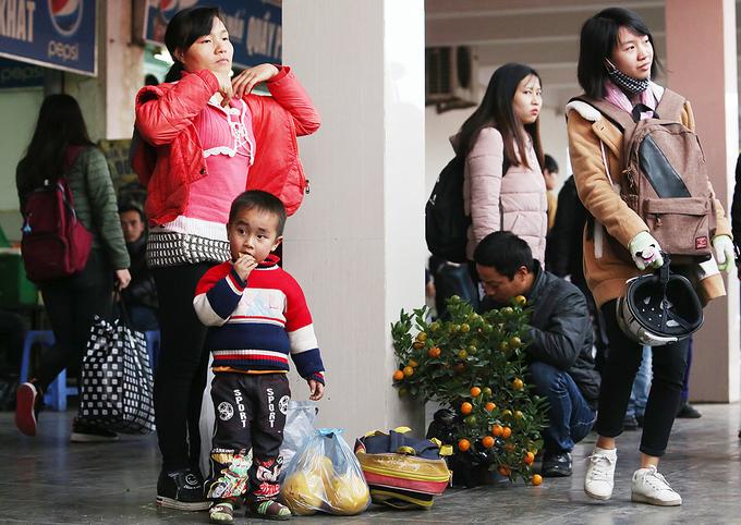 Người dân ùn ùn về quê nghỉ Tết Dương lịch