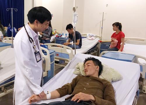 Đến sáng nay nhiều người vẫn được điều trị trong bệnh viện. Ảnh: Tin Tin