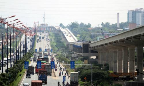 Dự án mở rộng Xa lộ Hà Nội song song với dự án metro số 1. Ảnh: Duy Trần.