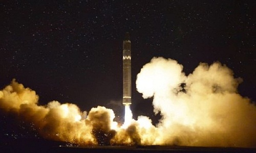 Tên lửa Hwasong-15 của Triều Tiên rời bệ phóng. Ảnh: KCNA.