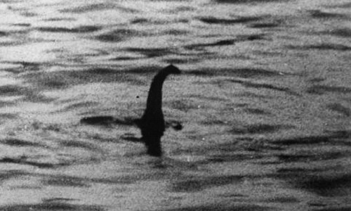 Ảnh chụp sinh vật được cho là quái vật hồ Loch Ness. Ảnh: Wikipedia.