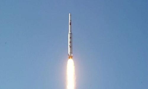 Tên lửa đạn đạo tầm xa Unha-3 của Triều Tiên. Ảnh: KCNA.