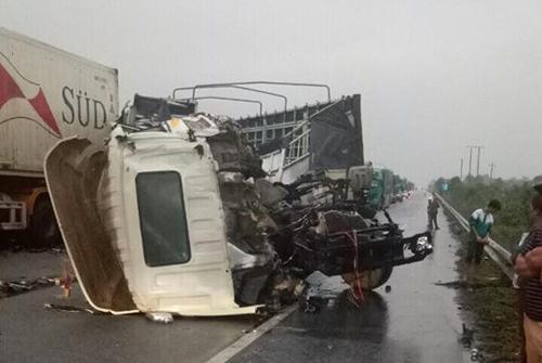 Vụ tai nạn liên hoàn trên cao tốc Hà Nội - Lào Cai, khiến một người chết.