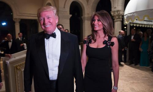 Ông Trump và phu nhân trong bữa tiệc đêm 31/12/2016. Ảnh: AFP.