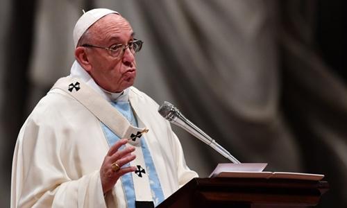 Giáo hoàng Francis phát biểu trước các tín đồ ở Vương cung thánh đường Thánh Peter, Vatican, ngày 1/1. Ảnh: AFP.