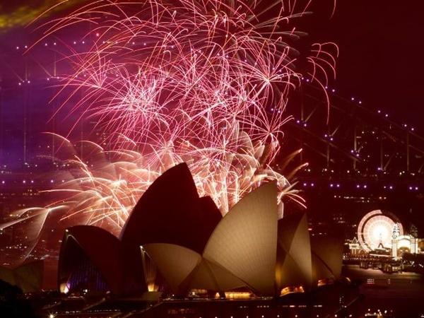 Pháo hoa tại Sydney, Australia, Ảnh: AFP.