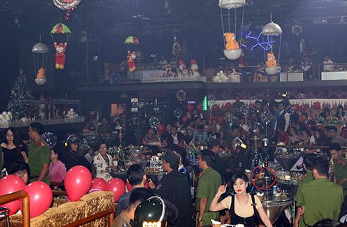 Quán bar lớn nhất Cần Thơ bị cảnh sát kiểm tra đêm qua. Ảnh: Công an cung cấp