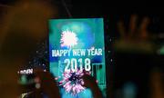 Pháo hoa và ánh sáng chào năm 2018 ở Hà Nội và TP HCM