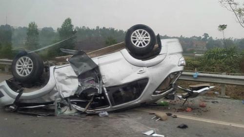 Chiếc xe hư hỏng nặng sau tai nạn. Ảnh: Ngyễn Viết Mai