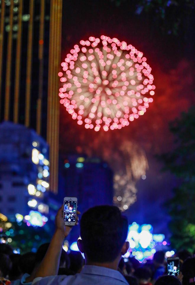Những kiểu xem pháo hoa ở Sài Gòn