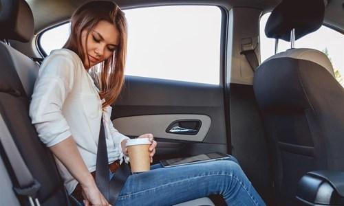 CSGT có dừng xe để phạt lỗi không thắt dây an toàn ở ghế sau?