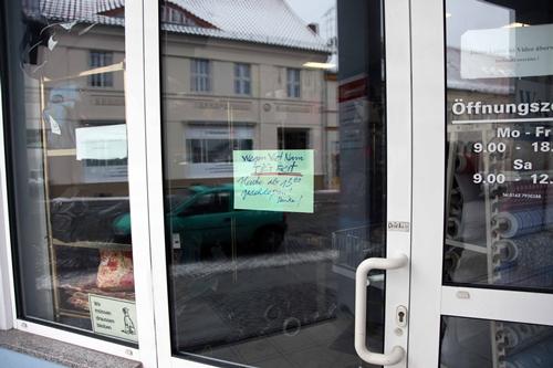 Một cửa hàng bán lẻ đóng cửa từ 13h chiều ngày 30/1 để chuẩn bị đón Tết âm lịch. Giao thừa ở Đức diễn ra vào 18h, sớm hơn Việt Nam 6 giờ.