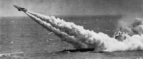 Tên lửa Regulus I phóng từ tàu ngầm USS Tunny. Ảnh: Wikipedia.